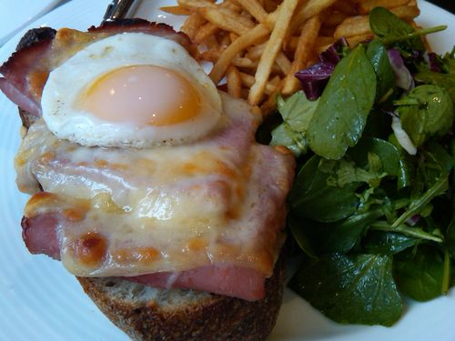Lecole croque madame close