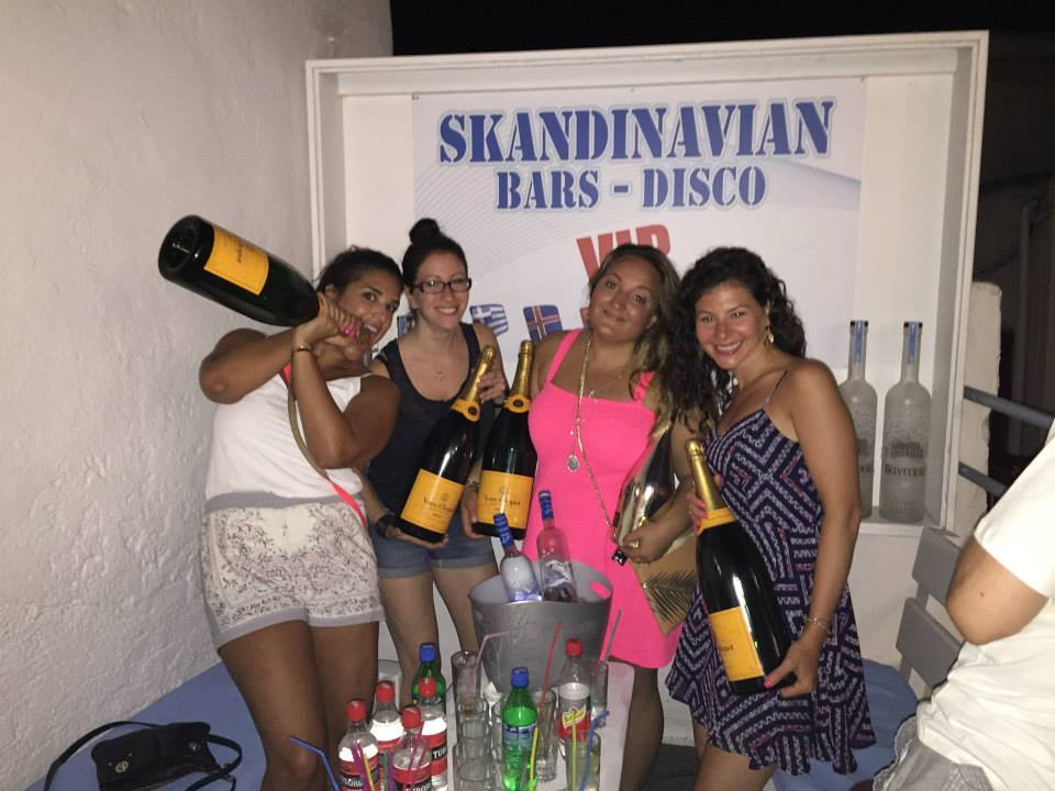 Mykonos girls skandinavian