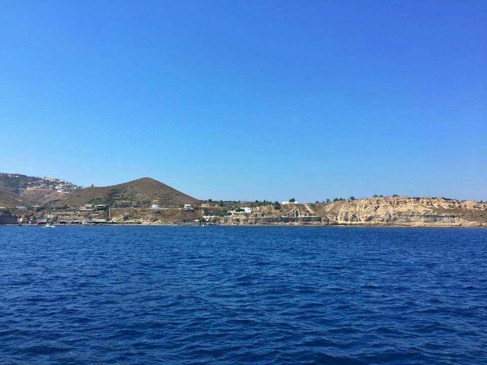 Santorini boat 3
