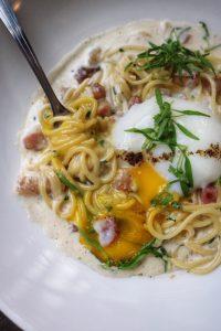 Spaghetti carbonara yolk